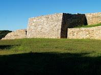 Torre principal i part de la muralla del Montgrós