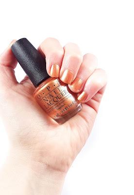 christmas nail colours, gold nails