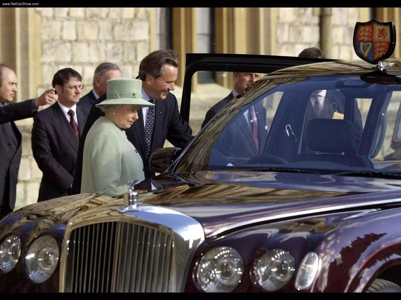 Hình ảnh xe ô tô Bentley State Limousine 2002 & nội ngoại thất