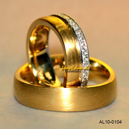 aliança com 45 diamantes