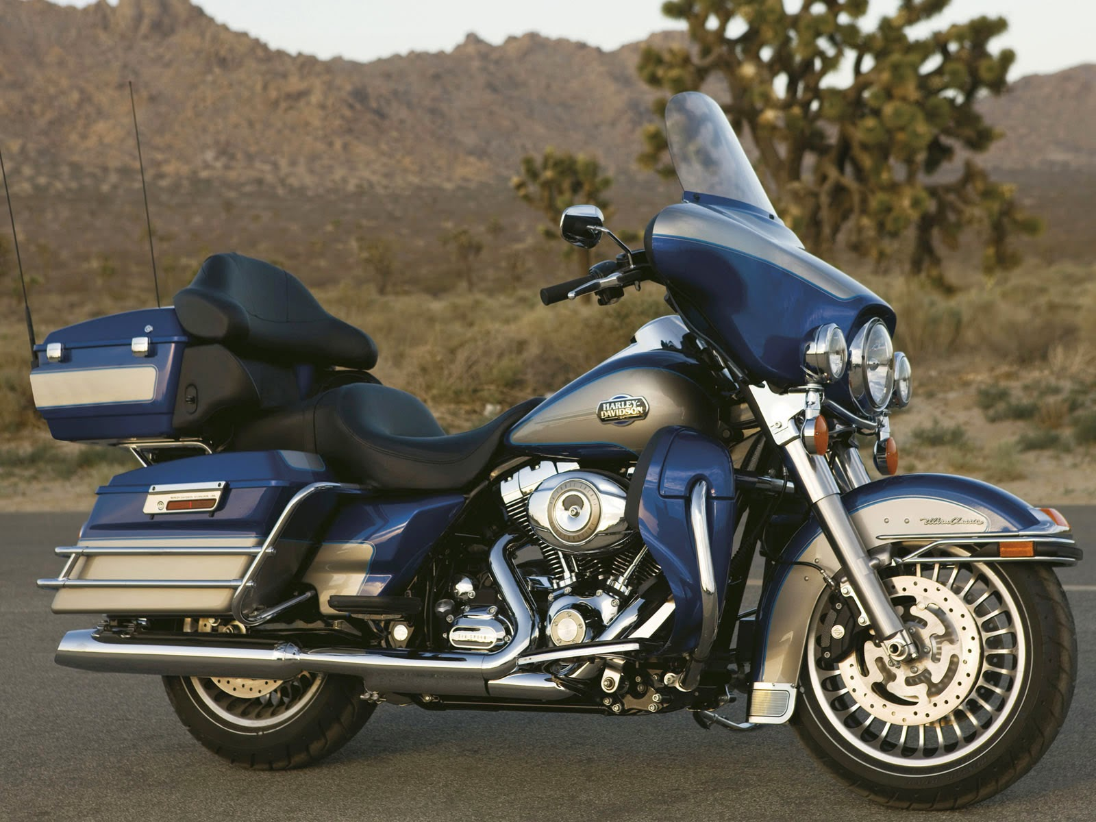 Harley-Davidson FLHTCU Ultra Classic Electra Glide Motorcycle Wallpapers