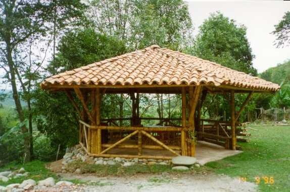 La evolucion arquitectonica kioscos en ca a guadua for Kioscos de madera baratos