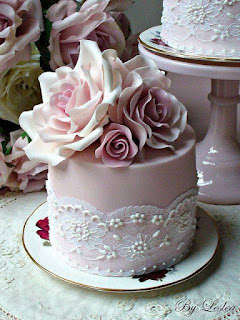 Cakes for valentines roses