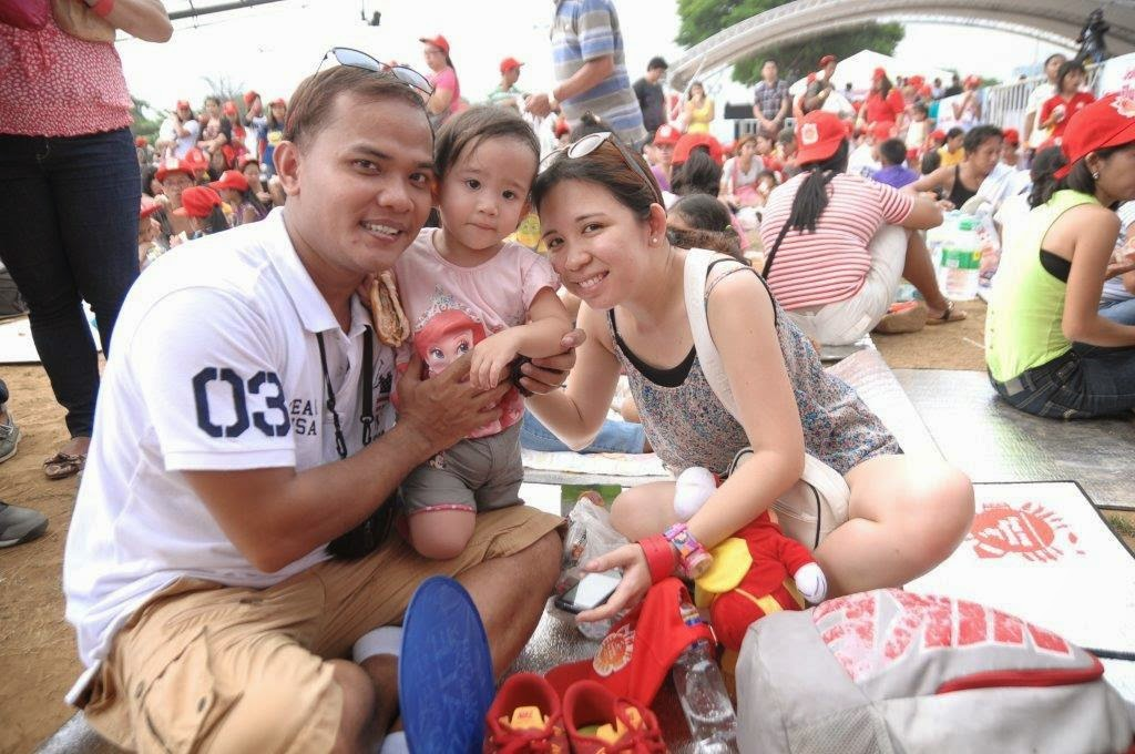 Nearly 10,000 Filipino families celebrated as one during the Jollibee Family Bee Day, held simultaneously in Manila, Pampanga, Laguna, Cebu and Davao.