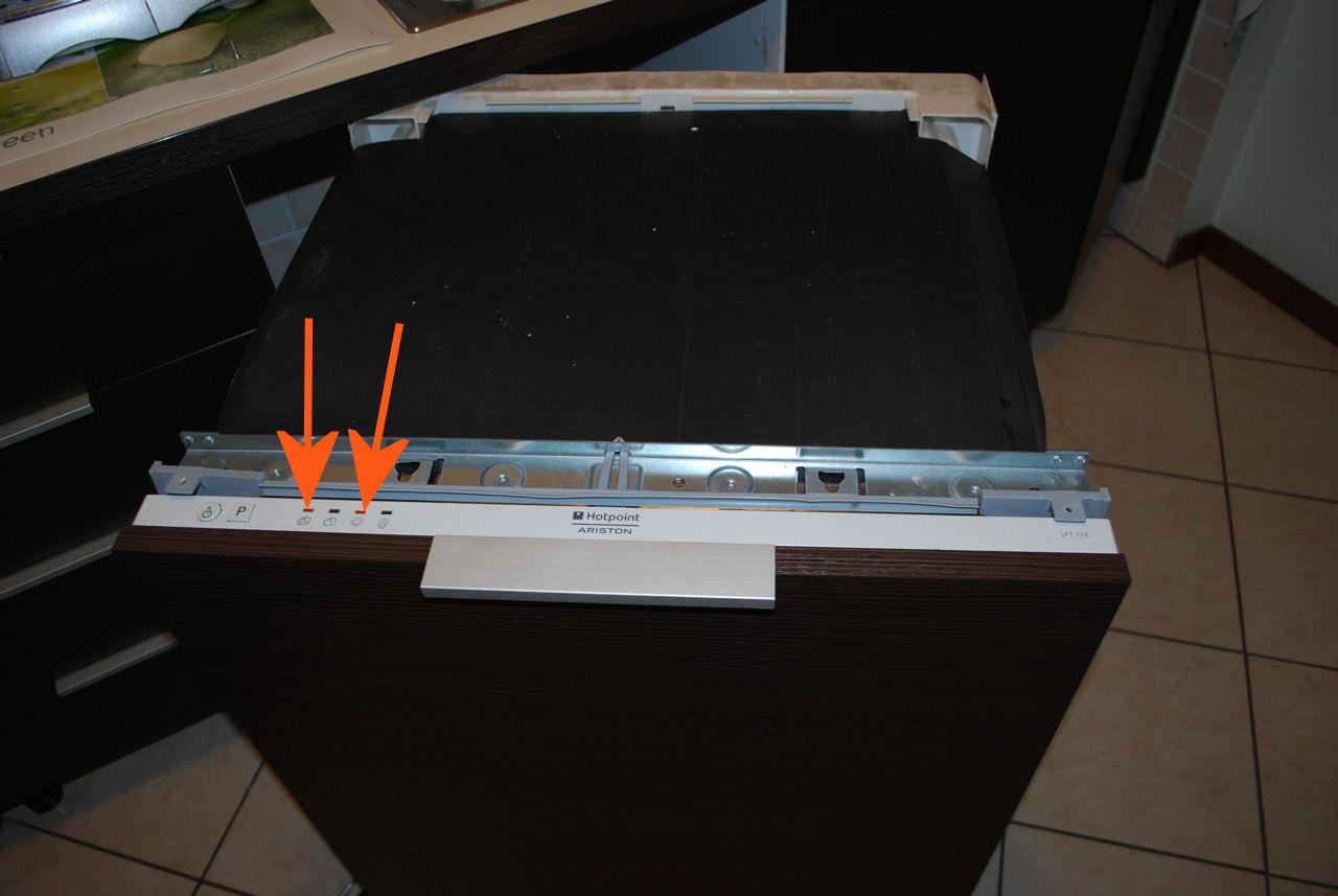 Ariston 1 e 3 luce accesa LFT114 lavastoviglie