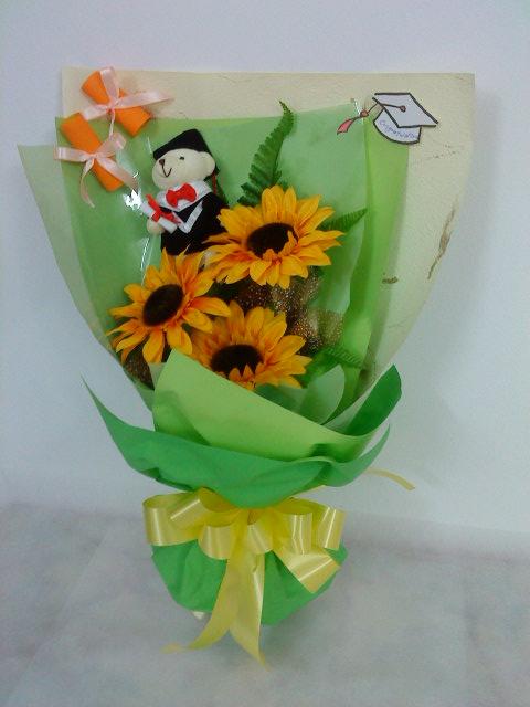 E Flower Amp Gift Hand Bouquet Graduation
