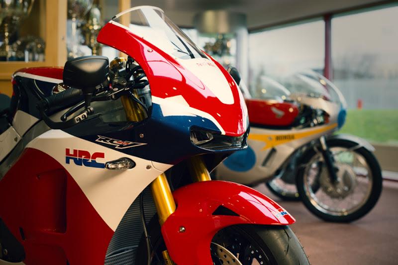 Akhirnya . . Honda RC213V-S ini dikirim ke pembelinya yang pertama di dunia . . harganya ngeri ngeri sedap