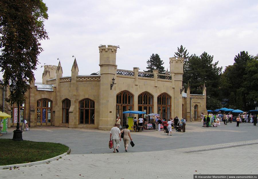 Кисловодская Нарзанная галерея, главный вход