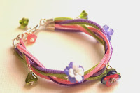 http://kimberliekohler.com/4923/how-to-make-a-braided-bracelet-from-zippers/