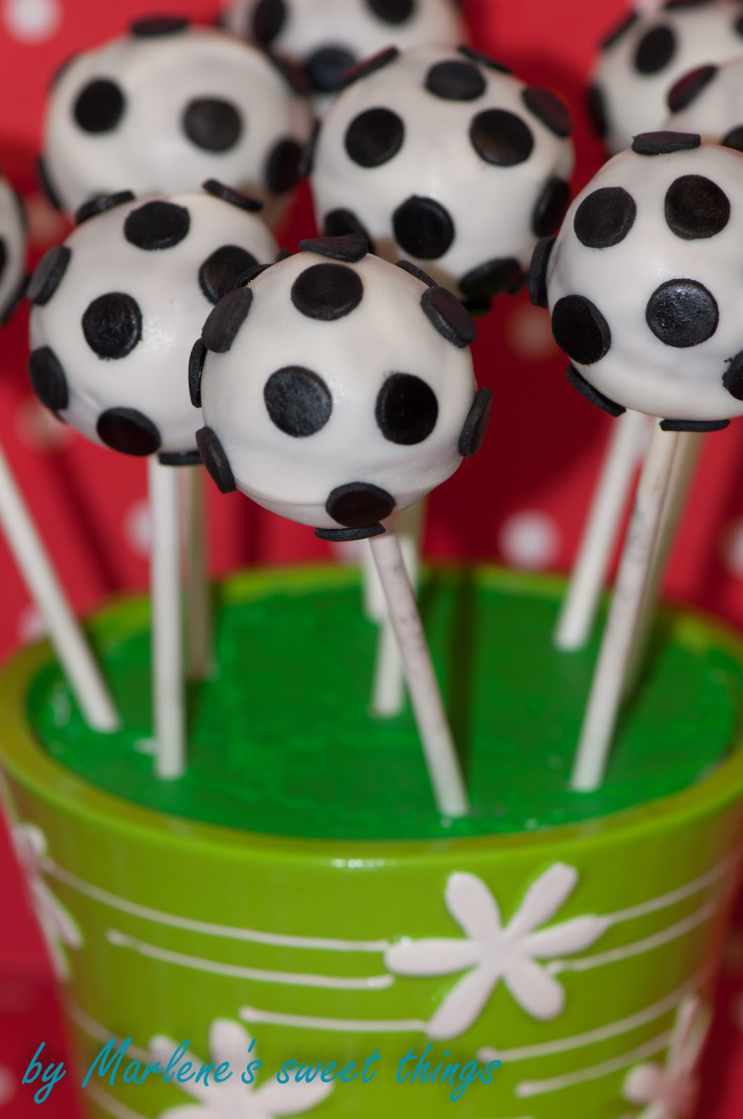 marlene 39 s sweet things fussball cake pops. Black Bedroom Furniture Sets. Home Design Ideas