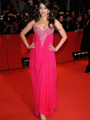 Aishwarya Rai Height in Pink Dress