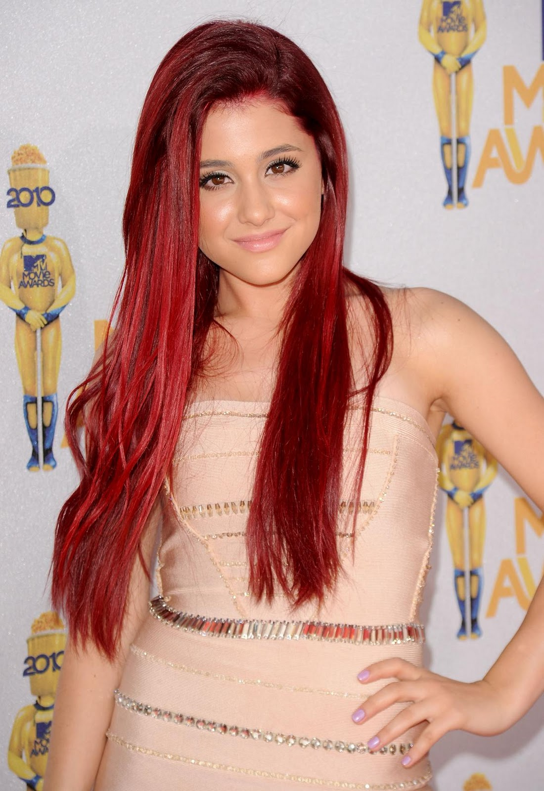 ariana grande red hair dye