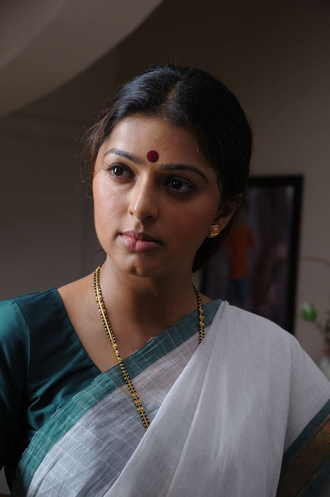 bhumika chawla in saree latest photos