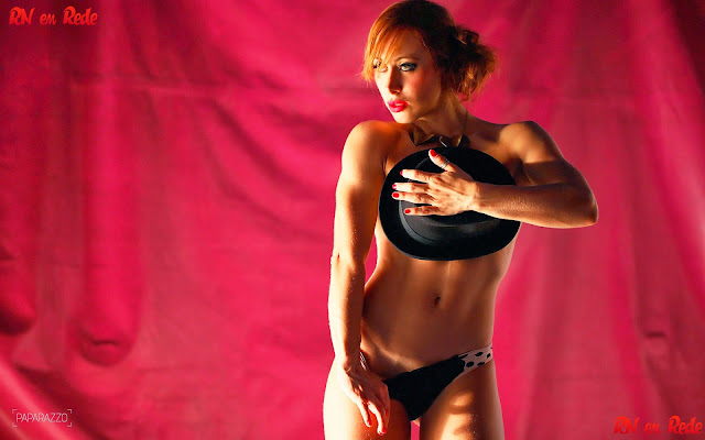 Aline do BBB 14 pelada no ensaio sensual do Paparazzo
