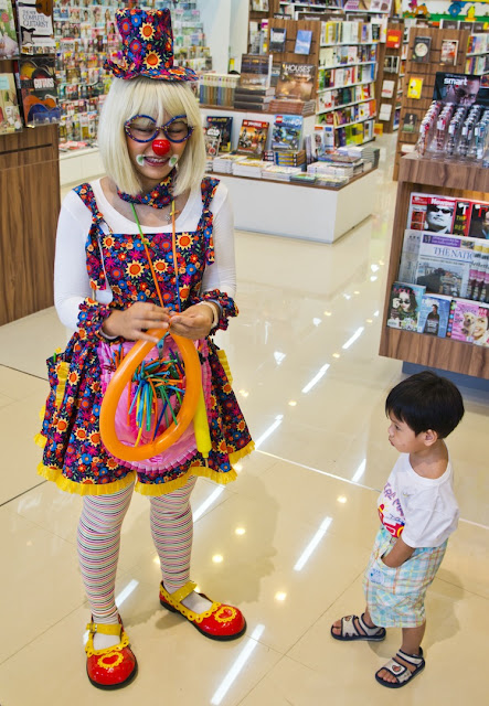 Clown at Mega Bangna Mall