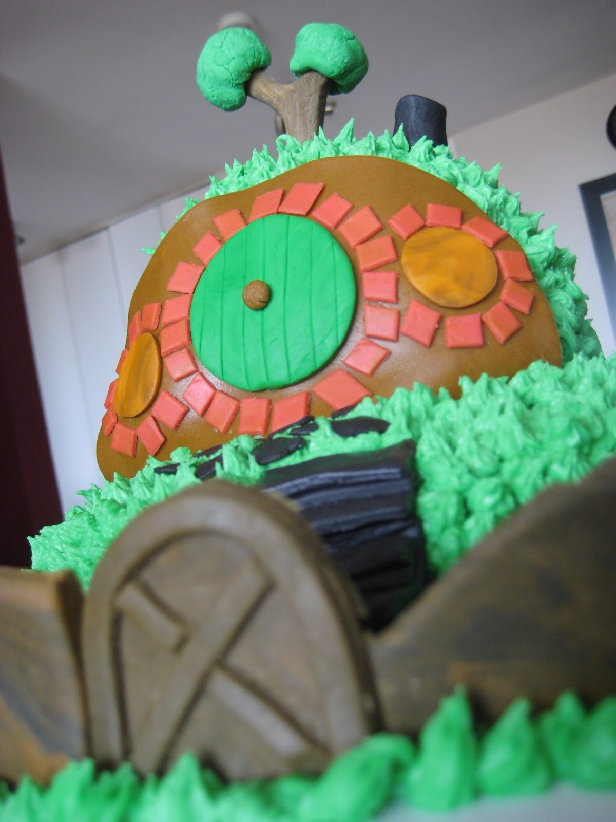 Cake Decorating Ideas Without Fondant : Becky and the Beanstalk: Fondant Decorating Time!