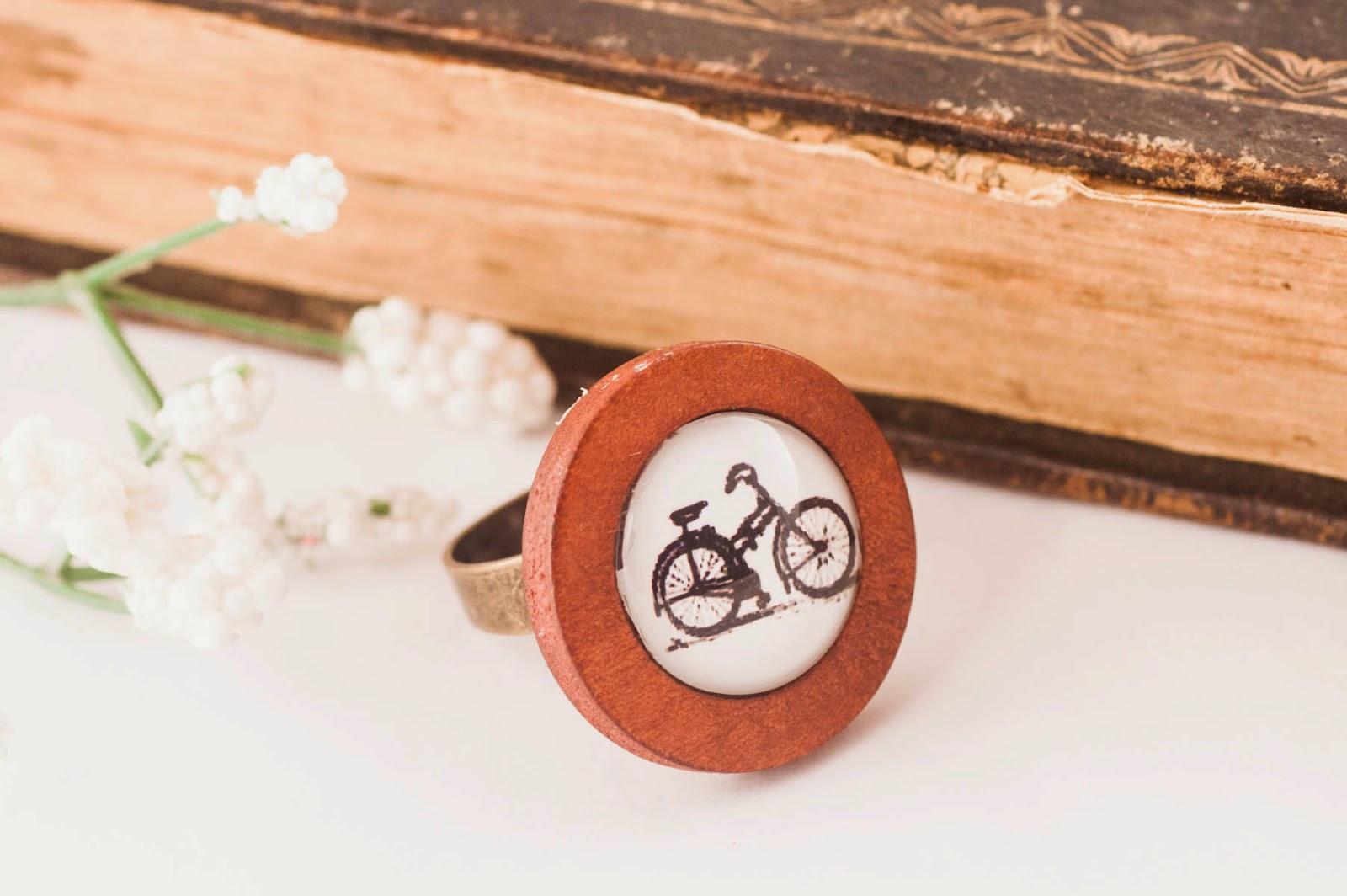 http://www.pinkbijou.com/index.php/anillo-bicicleta-madera/