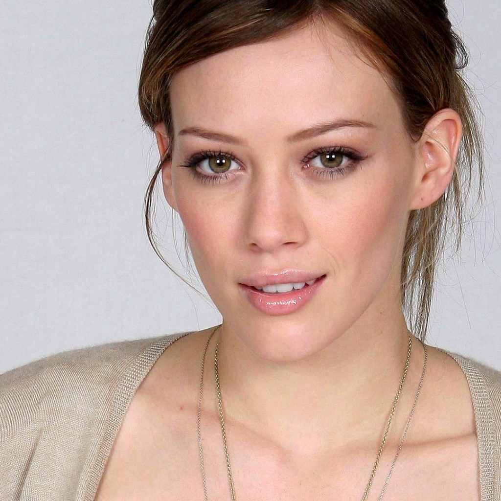 http://4.bp.blogspot.com/-TFh3IT1wVqE/T_ZMzYfrekI/AAAAAAAAAtc/vHVgAdUwdfA/s1600/Hilary-Duff-Smile-iPad-3-HD-Wallpapers.jpg