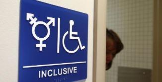 NU toaletelor unisex! Petiție împotriva școlii din Anglia...
