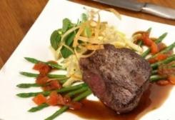 طريقة عمل ستيك اللحم بالصوص والخضار
