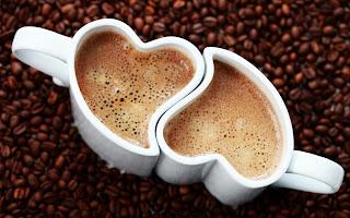 Fondos de Pantalla de Dos Tasas de Café en forma de Corazones