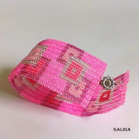bracelet in pink shades-geometric cuff-glamorous style seed bead bracelet