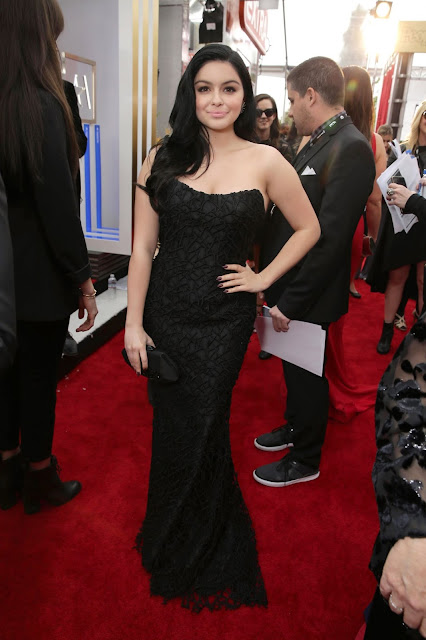 Ariel Winter without BRA Exposing her massive tits and Scars on her boobs at the 2016 SAG Awards LA