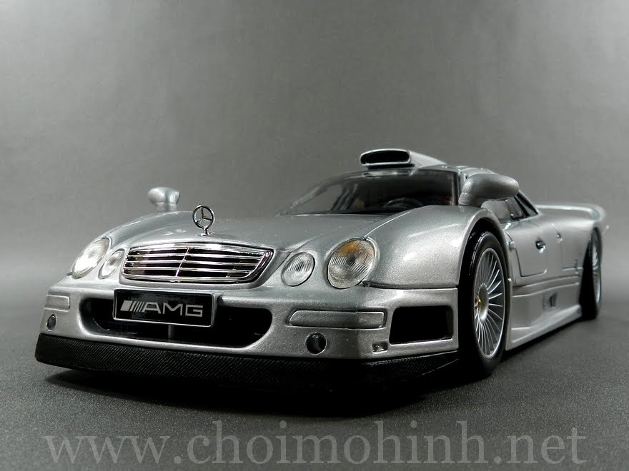 Mercedes-Benz CLK GTR Street Version 1:18 Maisto
