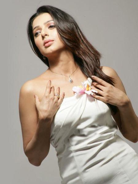 bhumika chawla unseen new glamour  images
