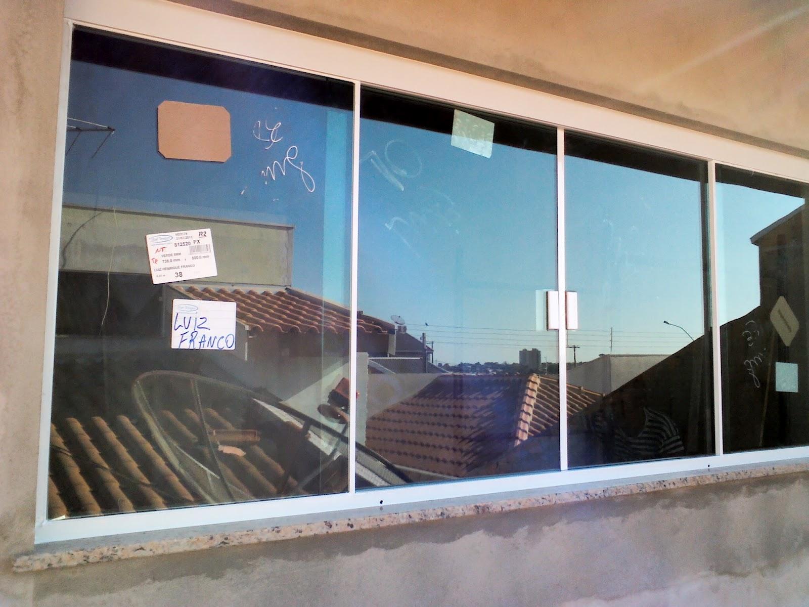 #3E778D FRANCO VIDROS TEMPERADOS: Obra em Ourinhos  38 Janelas De Vidro Cor Bronze