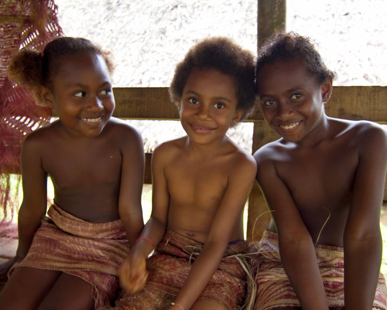 Племена совсем голые