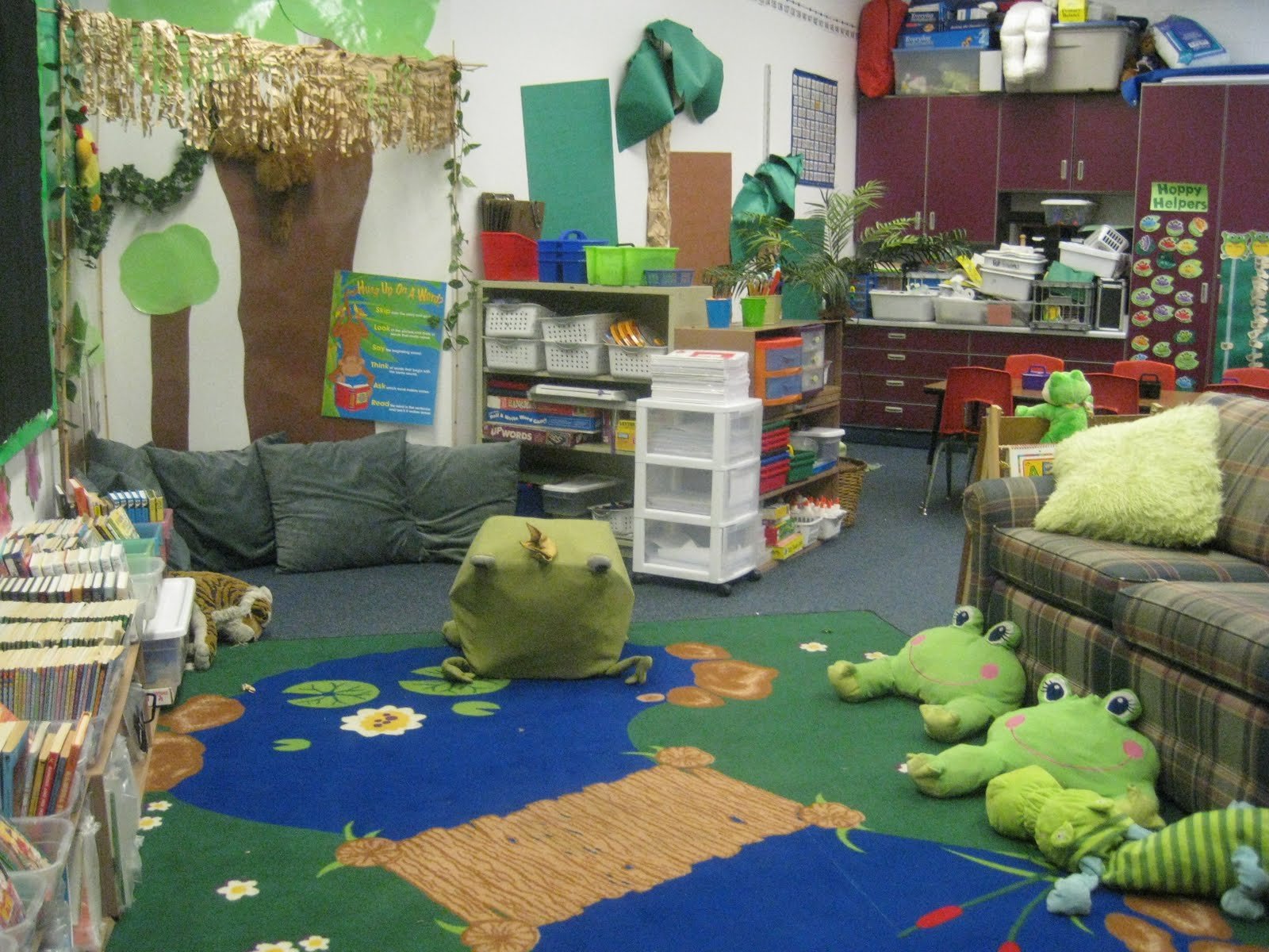 Frog themed classrooms clutter free classroom for Art decoration ideas for classroom