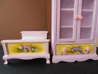 habitación infantil pintada a mano en miniatura