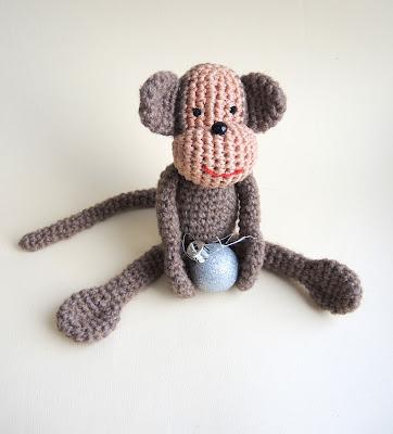 monkeys.jpg, обезьяна, игрушка, вязание, символ года, гороскоп, мода, шляпка,  monkey, toy , knitting, symbol of the year , horoscope , fashion hat