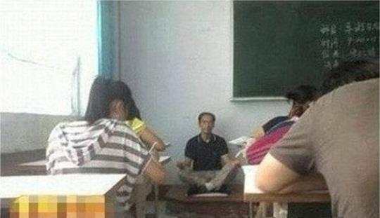 Kelakuan Guru di China Saat Mengajar yang bikin Ngakak