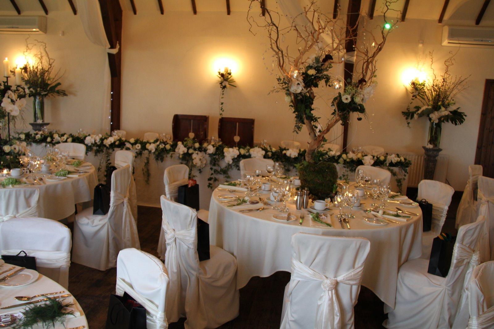 Flower design table centrepieces fabulous black white for Black table centrepieces