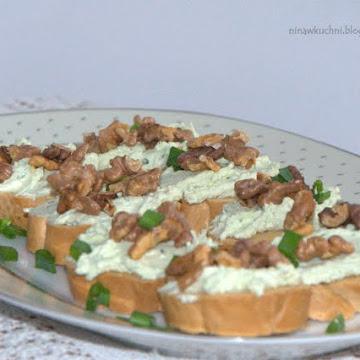 Grzanki z kremem serowym z prażonymi orzechami włoskimi i szczypiorkiem - Czytaj więcej »