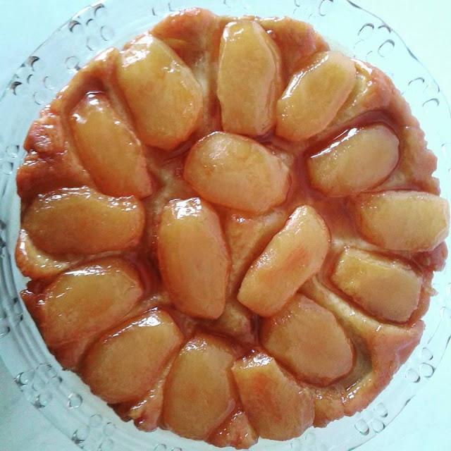 torta invertida de maçãs