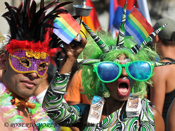 Homosexuales en La Habana expresan su lucha contra la homofobia.