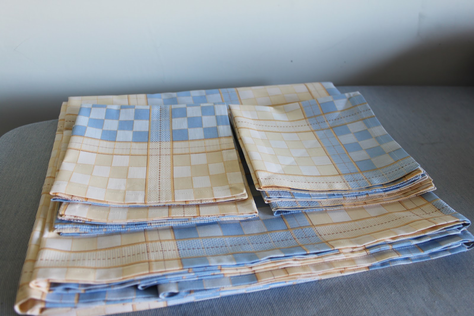 Scuola di cucito come cucire una tovaglia con i tovaglioli - Stoffe per tovaglie da tavola ...