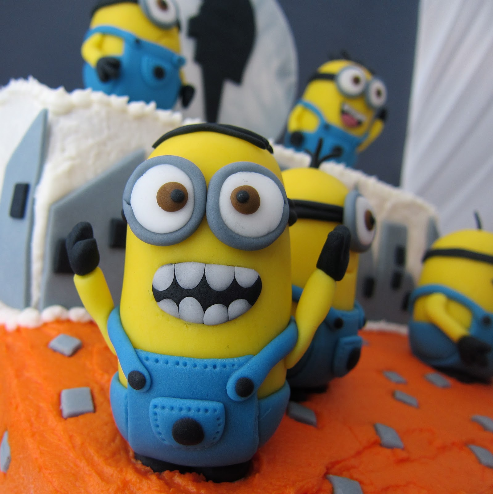 Clever wren despicable me minion cake - Cake decorations minions ...