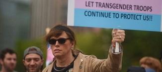 Trump cere Curții Supreme să blocheze accesul transgenderilor în armată