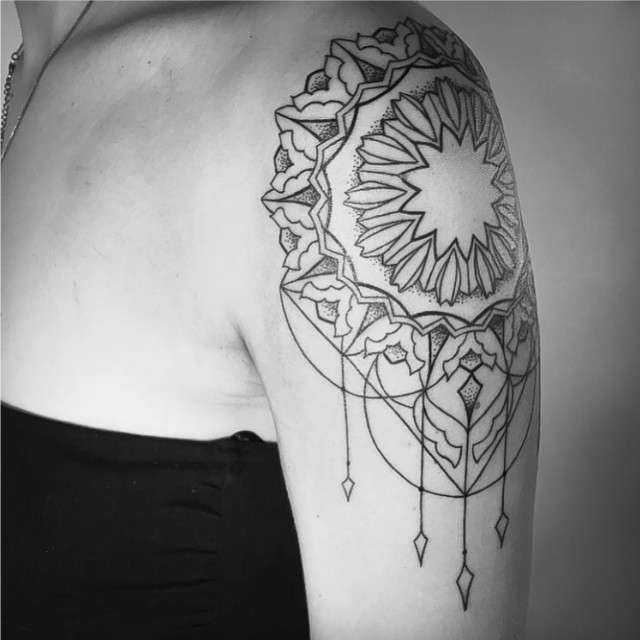 Tatuagens Femininas Linework Ornamental Mandala Tattoo Melina Wendlandt