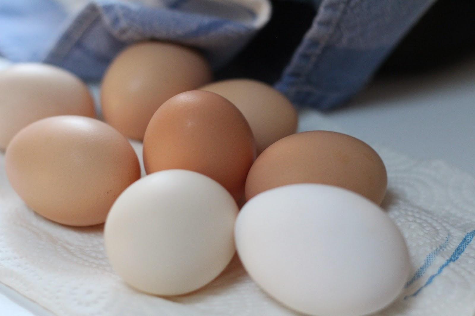 Πώς ξεφλουδίζουμε τα βραστά αυγά πολύ εύκολα χωρίς να καούμε;