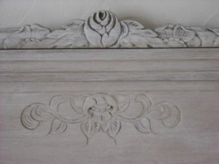 Cours peinture d corative meubles peints patin s lit patin blanc relook for Peindre un vieux lit en bois