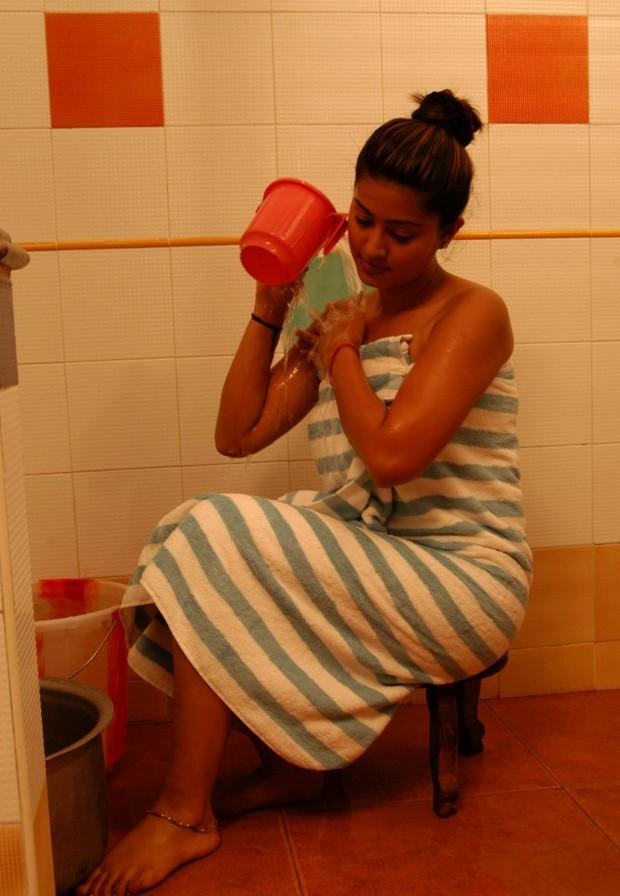 Midnight in india sneha hot bathing scene photosexotic india for Hot bathrooms photos
