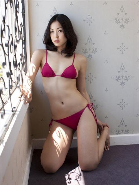 Minase Yashiro  sexy bikini