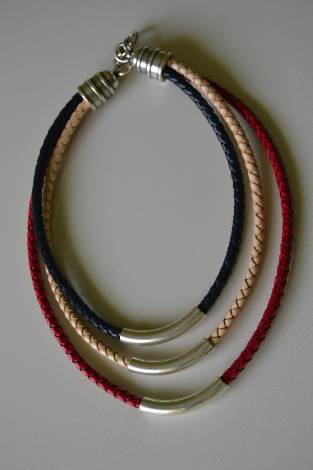 Elarca de noha collar cuero trenzado y tubos de zamak plateados - Collares de cuero ...