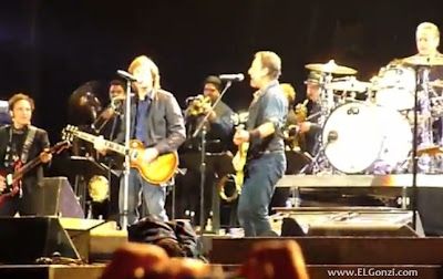 le apagan los micros y amplificadores a bruce springsteen y paul mccartney de los beatles en londres
