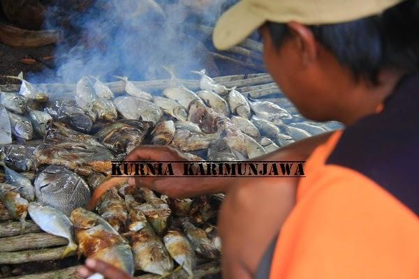 cara membakar ikan di karimunjawa